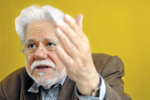 Carlos Gaviria n'a jamais cessé d'œuvrer en faveur de la paix (PCF)